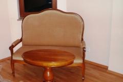 015 Sofa, 021 Stolik